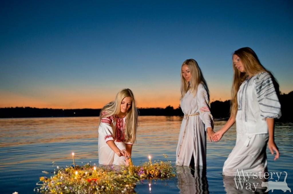 девушки венки вода