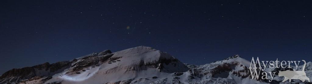 Звезды над вершиной горы