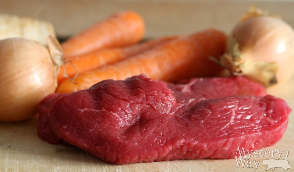 Сырое мясо и овощи